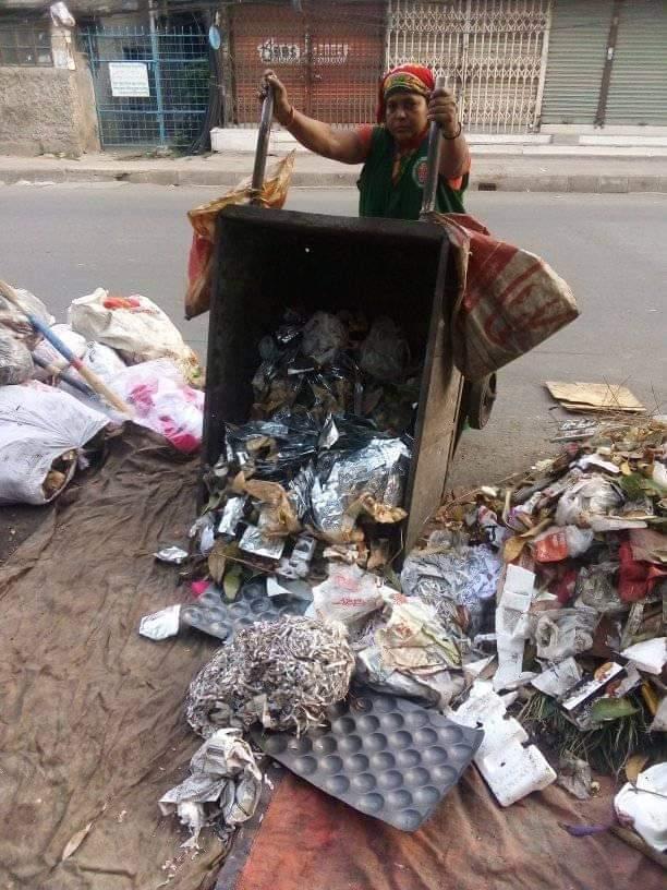 野外に置かれた廃棄物