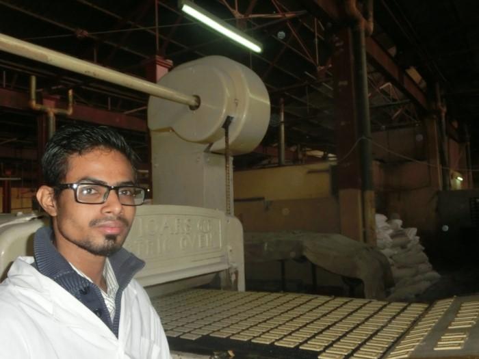 ユーグレナクッキー製造工場を訪問するモハイミヌル