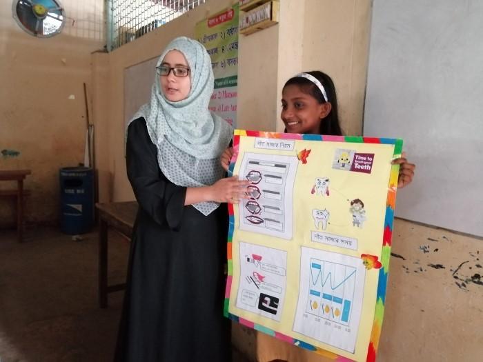 栄養衛生セミナーを実施するモウリ(写真左)